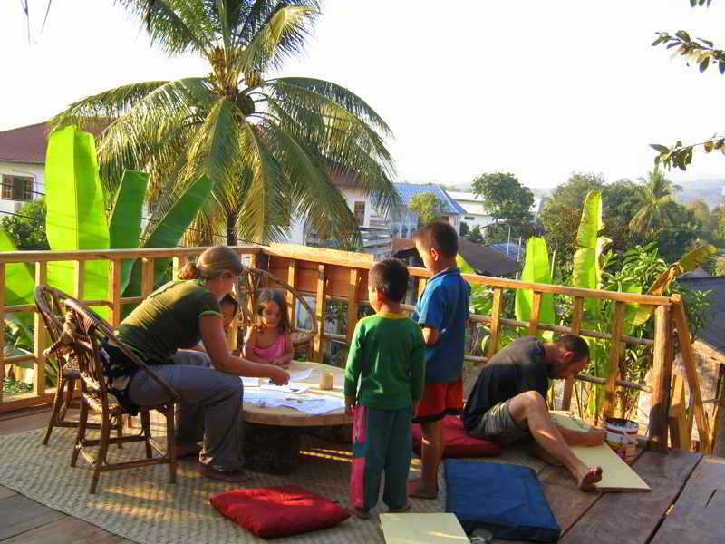 Daauw Village lounge during the day - with children studying